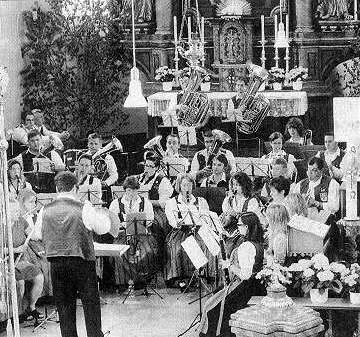 Musik verbindet. Der Musikverein Batzenhofen, hier bei einem Kirchenkonzert, spielt im kulturellen Leben des Gersthofer Stadtteils eine große Rolle  Foto: privat